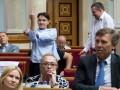 Будни Савченко в Раде: тычет факи и спит на работе