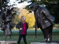 В Британии установили памятник Трампу, кричащему на ребенка