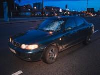 В Киеве авто сбило девушку, которая убегала от мужчины
