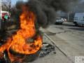 Активисты перекрыли движение на мосту Метро в Киеве и жгут шины
