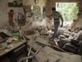 Разрушения в Марьинке под Донецком после ночного обстрела