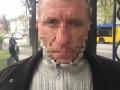 В Киеве возле метро мужчина раздавал газеты с незаконной агитацией