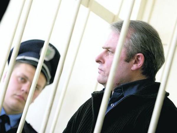 Позакону Савченко суд выпустил изтюрьмы охотившегося налюдей Лозинского