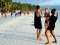 На Филиппинах туристка заплатила штраф за фото в откровенном купальнике