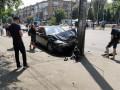 Пьяный автомойщик угнал Mercedes и едва не влетел в остановку с людьми