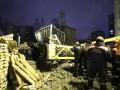 В Екатеринбурге на жилой дом упал башенный кран