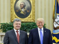 Сдержанное приветствие: Американские СМИ о визите Порошенко