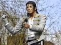 В Лондоне снесли памятник Майклу Джексону