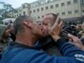 Антимайдановцы в Одессе целовали крест и друг друга