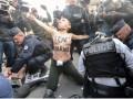 Во Франции задержали FEMEN в масках Путина и Асада