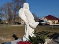Убийство Даши Лукьяненко: В Ивановке появились скульптура ангела
