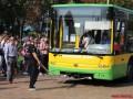 Винничанин установил рекорд, протащив два автобуса