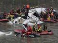 Число жертв авиакастрофы на Тайване превысило 20 человек