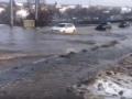 В Харькове прорвало водопровод: Машины