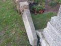 На Закарпатье подростки устроили погром на кладбище
