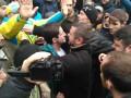 В Киеве под зданием суда напали на Шкиряка