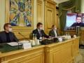 Зеленский обсудил выход из кризиса с КСУ