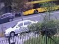Появилось видео, как байкер начал стрелять в водителя автобуса в Киеве