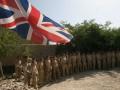 Сто британских солдат установили рекорд по маканию тостов в желток