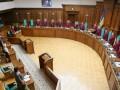 КСУ признал законной отмену пособия по уходу за ребенком