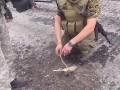 Украинские военные разминируют дороги Славянска (видео)