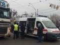 В Киеве фура на пешеходном переходе сбила человека