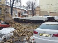 В центре Киева обвалилась стена между домами