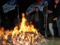 В Молдове оппозиция разожгла костер перед загородной резиденцией президента