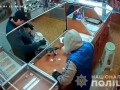 На Буковине неизвестные в масках напали на ювелирный магазин