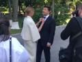 Елена Зеленская показала, как поправляет галстук мужу перед инаугурацией