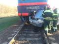 В Кировоградской области электропоезд раздавил машину