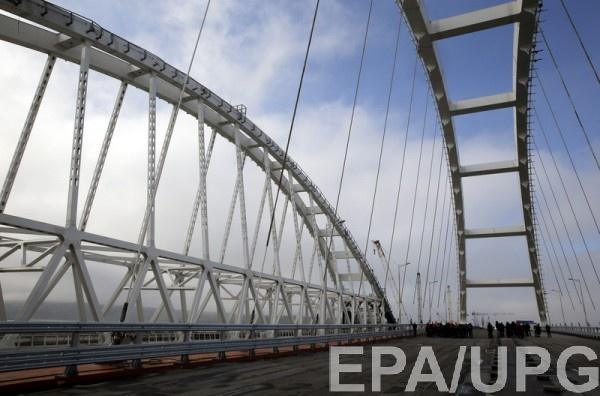 Керченский мост - крупнейший в России - соединяет ее с аннексированным полуостровом
