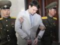 КНДР освободила осужденного за кражу плаката студента из США