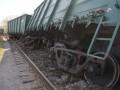 В России вагоны поезда упали в реку из-за обрушения моста