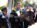 В Донецкой области мужчину привязали к столбу и назвали «карателем» (фото, видео)