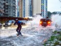 Москвичи прокатились на байдарках и вейкбордах по улицам города