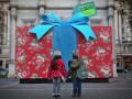 День в фото: Подарок-гигант и полуголая Лобода