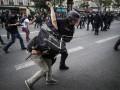 В Париже многотысячная толпа столкнулась с полицией