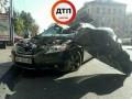 В центре Киева Toyota влетела в припаркованные автомобили