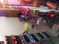 Появилось видео начала пожара в ТРЦ Кемерова