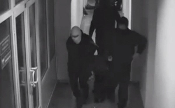 На лекции экс-замглавы НБУ ранили человека и похитили организатора
