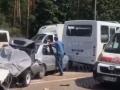 На окраине Киева разбилось всмятку пять авто