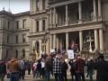 В Мичигане прошли массовые протесты против усиления карантина