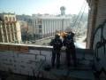 На Майдане демонтируют скандальную надстройку в жилом доме