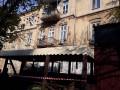В центре Одессы мужчина рухнул вместе с балконом