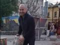 Киевлянин руками выломал столб, чтобы проехать в пешеходную зону