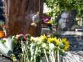 На могиле Богдана Ступки установили памятник
