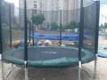 В Кривом Роге аттракцион-батут с детьми сдуло ветром