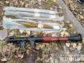 Нес по улице мешок оружия: в Луганской области задержали мужчину