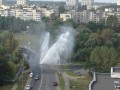 В Киеве прорвало трубу: появился 10-метровый фонтан (видео)